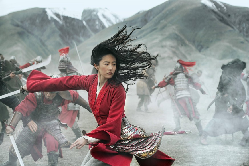 MULAN 2020 de Niki Caro Yifei Liu. remake de MULAN de Tony Bancroft 1998 USA remake of MULAN by Tony Bancroft 1998 USA Jasin Boland - Walt Disney Pictures remake en prises de vues reelles remake in live action aventure adventure chine ancienne ancient china PUBLICATIONxINxGERxSUIxAUTxONLY MULAN 2020 36 NUR REDAKTIONELLE NUTZUNG & REDAKTIONELLE BUCHCOVER NUR IM KONTEXT DER FILMBERICHTERSTATTUNG