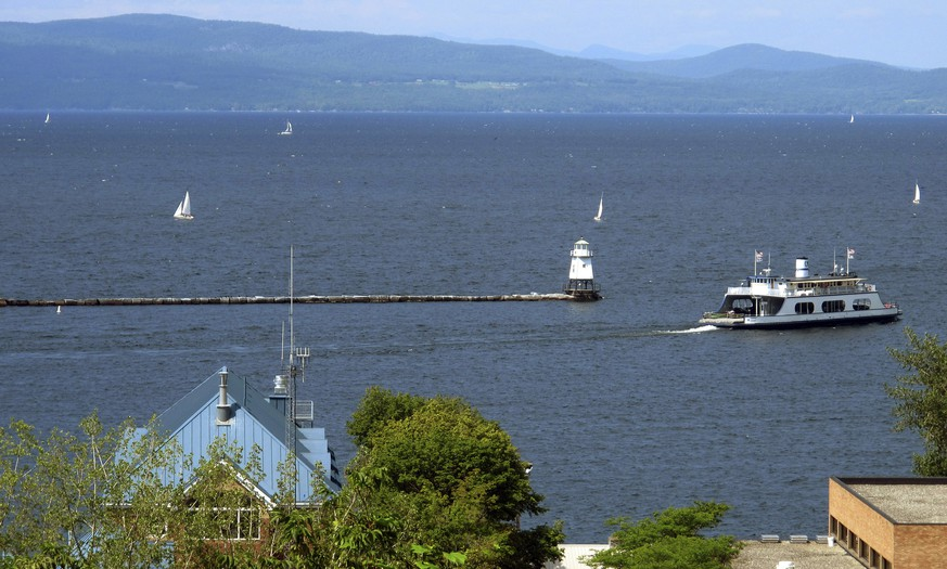 FILE - In this Aug. 14, 2015 file photo, sail boats and a passenger ferry dot Lake Champlain as seen from Battery Park in Burlington, Vt. Two decades after the diminutive lake was ridiculed when it was briefly listed as one of the Great Lakes in 1998, a scientific program that studies the lake between Vermont and New York has been put into the same league as 32 other programs across the country that study those larger lakes. (AP Photo/Wilson Ring, File) |