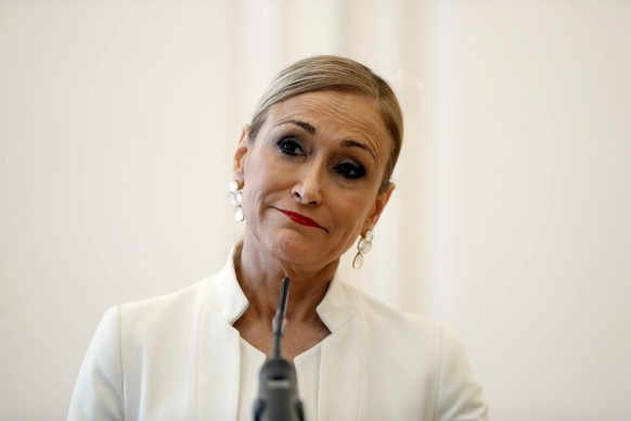 Madrid s regional Government President, Cristina Cifuentes, offers a press conference in Madrid, Spain, 25 April 2018. Cifuentes, who was facing a scandal for the alleged falsification of her masters degree grades at Rey Juan Carlos University, has announced her resignation after the publication of an information that attributes her the alleged robbery at a supermarket in 2011. Cristina Cifuentes announces her resignation !ACHTUNG: NUR REDAKTIONELLE NUTZUNG! PUBLICATIONxINxGERxSUIxAUTxONLY Copyright: xEmilioxNaranjox GRAF2016 20180425-636602552575958291