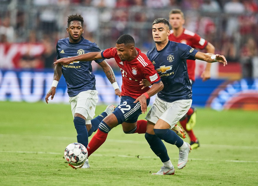 FC Bayern Munich - Manchester United ManU August 05, 2018 Serge GNABRY, FCB 22 compete for the ball, tackling, duel, header against FRED, MANU 17 Andreas PEREIRA, MANU 15 FC Bayern Munich - Manchester United 1-0 test match, friendly match, Manu, Season 2018/2019, August 5, 2018 in Munich, A l l i a n z A r e n a, Germany. Photo: MAGICS / Peter Schatz