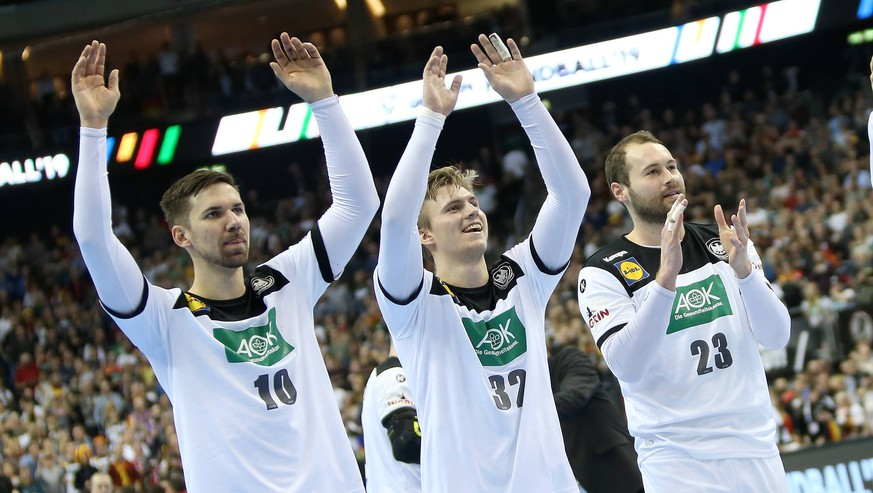 Jubel bei Fabian Wiede (Deutschland), Franz Semper (Deutschland), Steffen Faeth (Deutschland) nach Sieg des Spiels Deutschland gegen Serbien der Handball- WM 2019 der Maenner am 17.01.2019 in der Mercedes-Benz Arena in Berlin Handball - WM 2019 - Gruppe A - Deutschland - Serbien *** Fabian Wiede Germany Franz Semper Germany Steffen Faeth Germany cheers on Fabian Wiede Germanys victory Germany against Serbia the mens handball World Championship 2019 on 17 01 2019 in the Mercedes Benz Arena in Berlin Handball World Championship 2019 Group A Germany Serbia