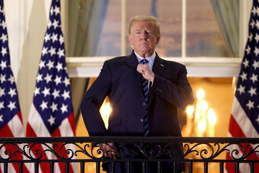 WASHINGTON, DC - OCTOBER 05: U.S. President Donald Trump gestures on the Truman Balcony after returning to the White House from Walter Reed National Military Medical Center on October 05, 2020 in Washington, DC. Trump spent three days hospitalized for coronavirus. (Photo by Win McNamee/Getty Images)