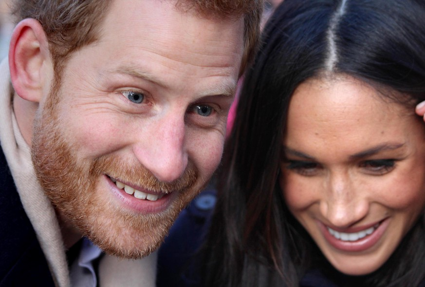 Prince Harry and Meghan Markle visit to Nottingham. Prince Harry and Meghan Markle meet well-wishers as they arrive at the Nottingham Contemporary in Nottingham, to attend a Terrence Higgins Trust World AIDS Day charity fair on their first official engagement together. Picture date: Friday December 1, 2017. See PA story ROYAL Wedding. Photo credit should read: Harry Starbuck/PA Wire URN:33959982 |