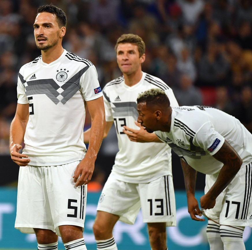 v.li:Joshua KIMMICH (GER),Matts HUMMELS (GER), Thomas MUELLER (GER), Jerome BOATENG (GER) . Fussball Laenderspiel, Nations League, Deutschland (GER)-Frankreich (FRA) 0-0, am 06.09.2018 in Muenchen / A L L I A N Z A R E N A, DFB REGULATIONS PROHIBIT ANY USE OF PHOTOGRAPHS AS IMAGE SEQUENCES AND/OR QUASI-VIDEO. *** Joshua KIMMICH GER Matts HUMMELS GER Thomas MUELLER GER Jerome BOATENG GER Soccer National League Germany GER France FRA 0 0 am 06 09 2018 in Muenchen A L A L A N A A N A DFB REGULATIONS PROHIBIT ANY USE OF PHOTOGRAPH AS IMAGE SEQUENCES AND OR QUASI VIDEO