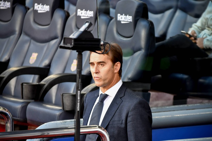 Real Madrid coach Julen Lopetegui during the spanish league, football match between FC Barcelona Barca and Real Madrid on October 28, 2018 at Camp Nou stadium in Barcelona, Spain. Cordon Press *** Real Madrid coach Julen Lopetegui during the spanish league match between FC Barcelona and Real Madrid on October 28 2018 at Camp Nou stadium in Barcelona Spain Cordon Press PUBLICATIONxINxGERxSUIxAUTxHUNxONLY xTomasxRubiax xFCxBarcelonaxvsxRealxMadridxCFx