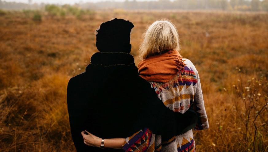Jugendgruppe spricht über DatingBlaue Asche-Dating