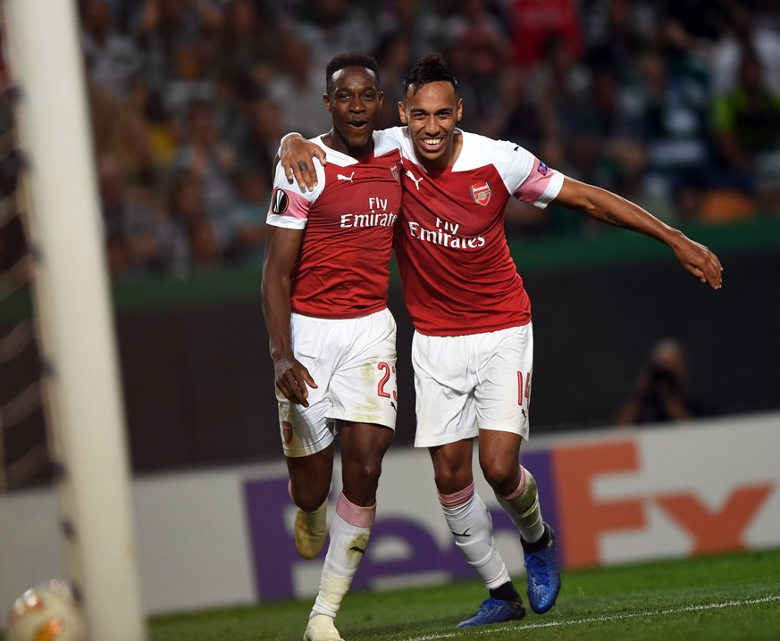(181026) -- LISBON, Oct. 26, 2018 (Xinhua) -- Danny Welbeck (L) of Arsenal celebrates with teammate Pierre-Emerick Aubameyang after scoring the winning goal during the Europa League Group E third round soccer match between Sporting CP and Arsenal FC at Jose Alvalade Stadium in Lisbon, Portugal, on Oct. 25, 2018. Arsenal won 1-0. (Xinhua/Zhang Liyun) (SP)PORTUGAL-LISBON-SOCCER-EUROPA LEAGUE-SPORTING VS ARSENAL PUBLICATIONxNOTxINxCHN