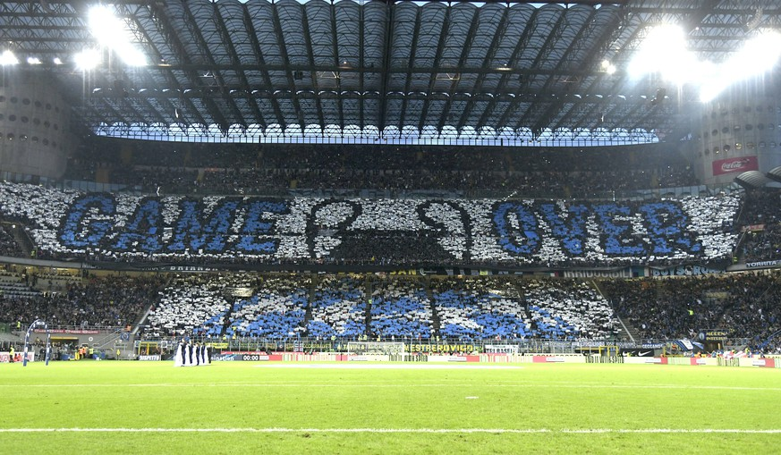 (190428) -- MILAN, April 28, 2019 (Xinhua) -- Fans of Inter Milan post GAME OVER to tease the elimination of Juventus from the UEFA Champions League during the Serie A soccer match with Inter Milan in Milan, Italy, April 27, 2019. The match ended in a 1-1 draw. (Xinhua/Alberto Lingria) (SP)ITALY-MILAN-SOCCER-SERIE A-INTER MILAN VS JUVENTUS PUBLICATIONxNOTxINxCHN