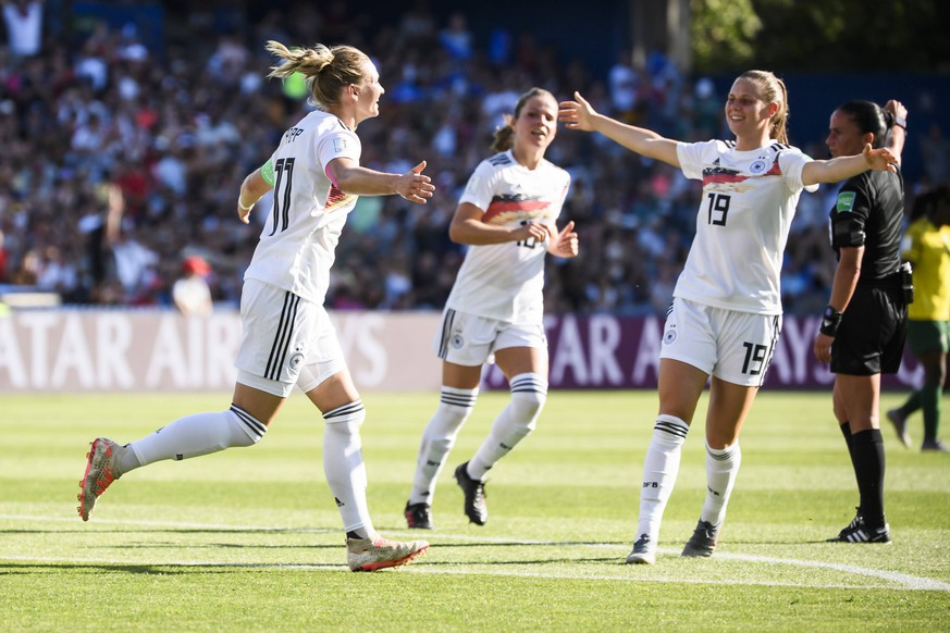17.06.2019, xkvx, Fussball Frauen WM in Frankreich, Suedafrika - Deutschland emspor, v.l. Torjubel, Goal celebration, celebrate the goal zum 0:3 durch Alexandra Popp (Deutsche Fussball Nationalmannschaft DFB) Montpellier *** 17 06 2019, xkvx, Football Womens World Cup in France, South Africa Germany emspor, v l goal celebration, goal celebration, celebrate the goal to 0 3 by Alexandra Popp German Football National Team DFB Montpellier