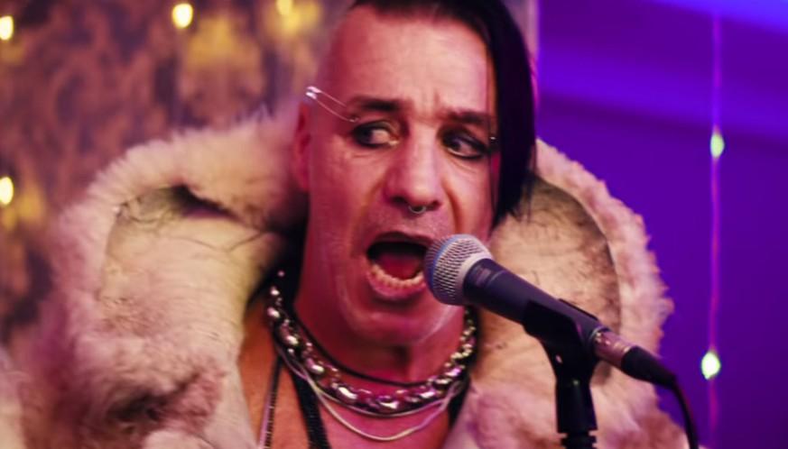 """""""Steh auf"""" – Rammstein-Sänger verstört Fans in kurioser Billie-Eilish-Optik"""